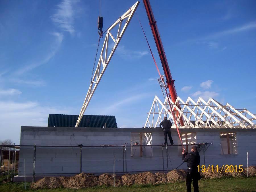 Zimmerei Heider - Richten Dachstuhl mit Kran in Baasdorf